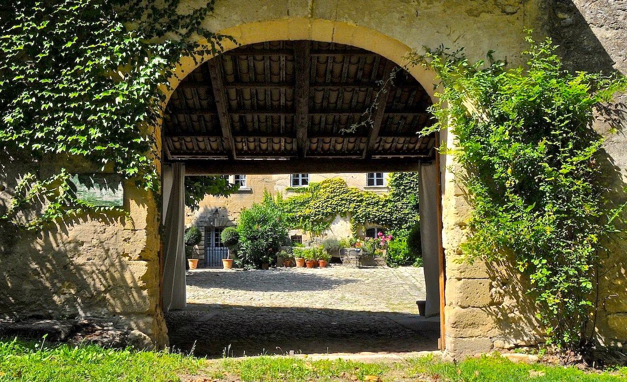 Domaine historique aux portes d'Uzès, 3 propriétés sur 6,2 ha de parc paysager, bois et terres