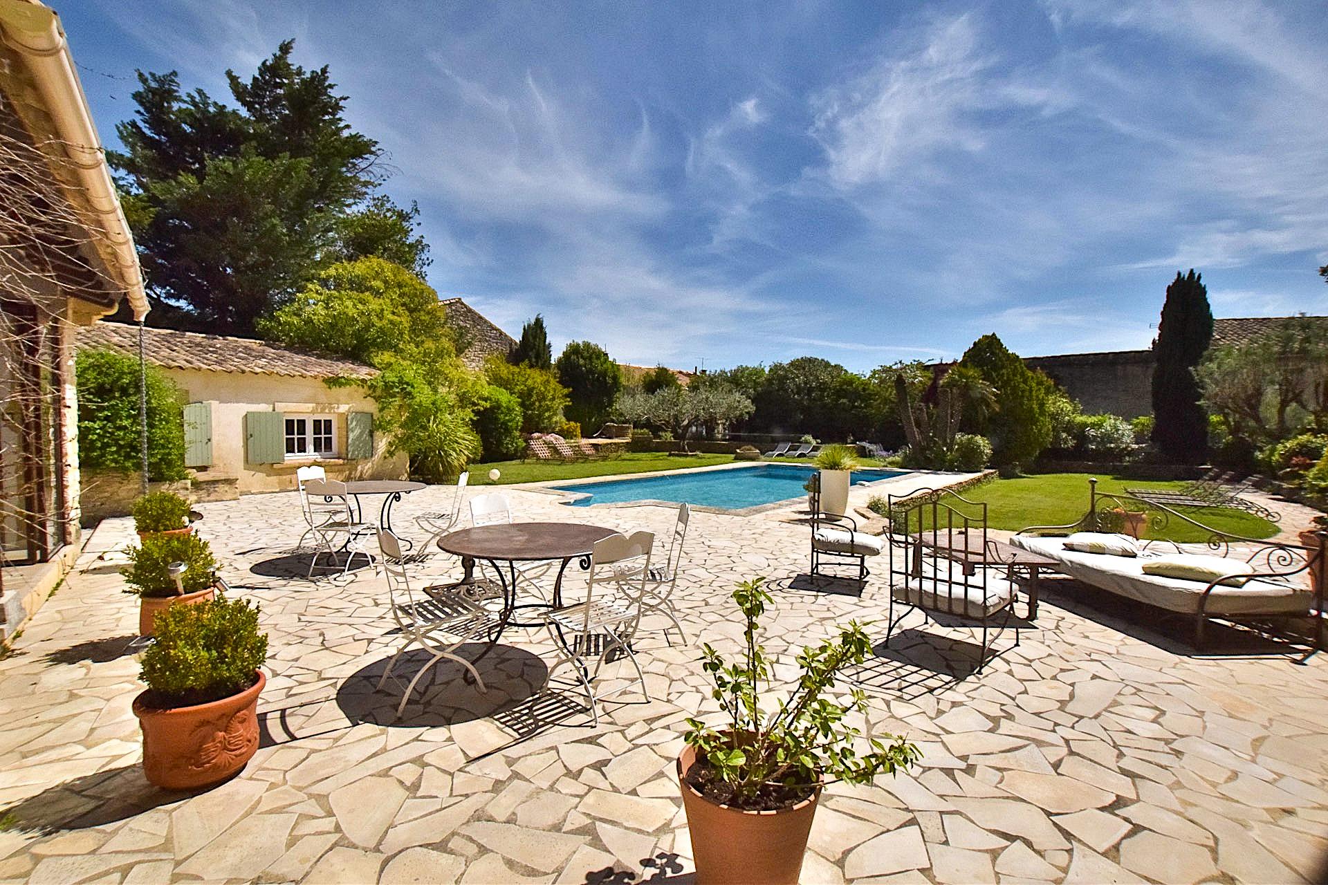 Uzès – Avignon, magnificent Mas with independent apartments, pool, spa, landscaped grounds