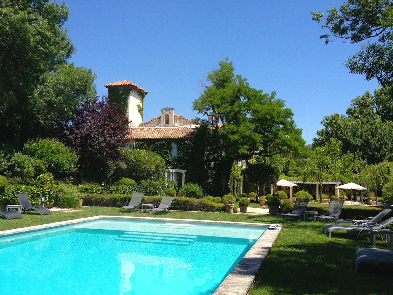 Villeneuve-les-Avignon, elegant 16th century Chateau, beautiful grounds, at just minutes from the Papal Palace