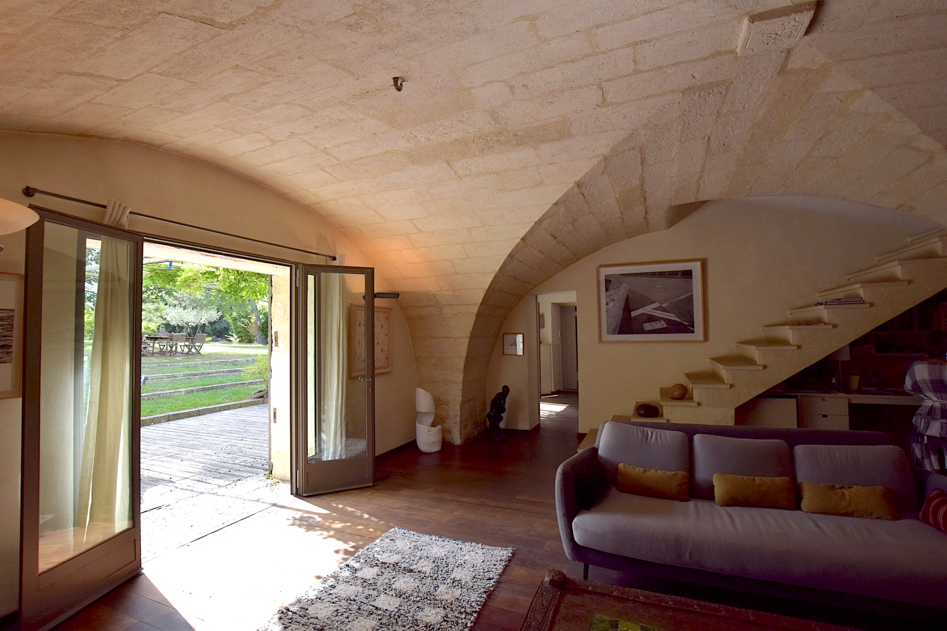 Uzès, close to centre town, stone Mas 260m2 on beautiful enclosed grounds with pool