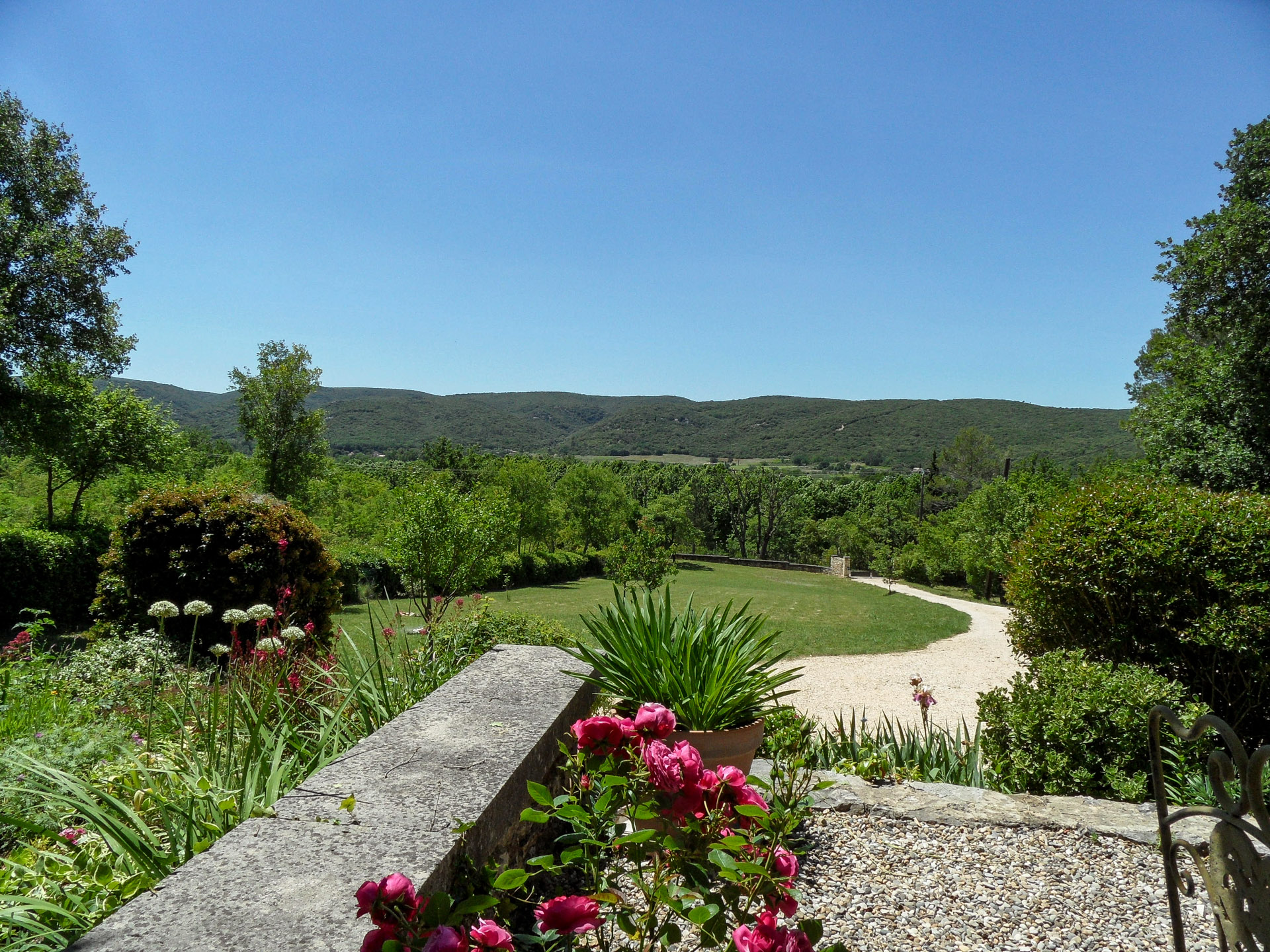 Panoramic view, elegant 19th c property on 2,5 acres of beautiful gardens, lovely pool