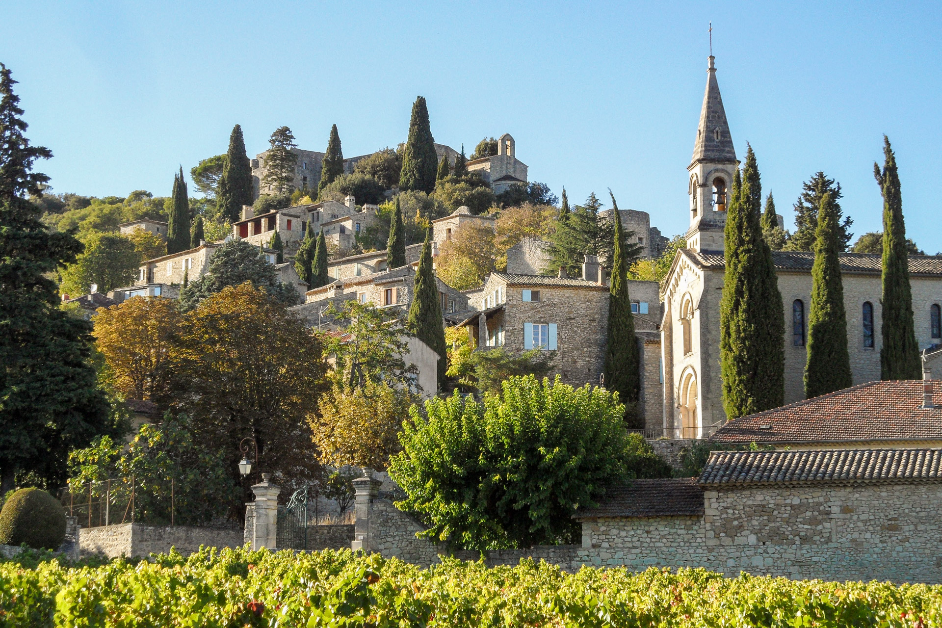 Uzès – Goudargues, splendid  17th century village house with pool and hanging terraces in magnificent listed village