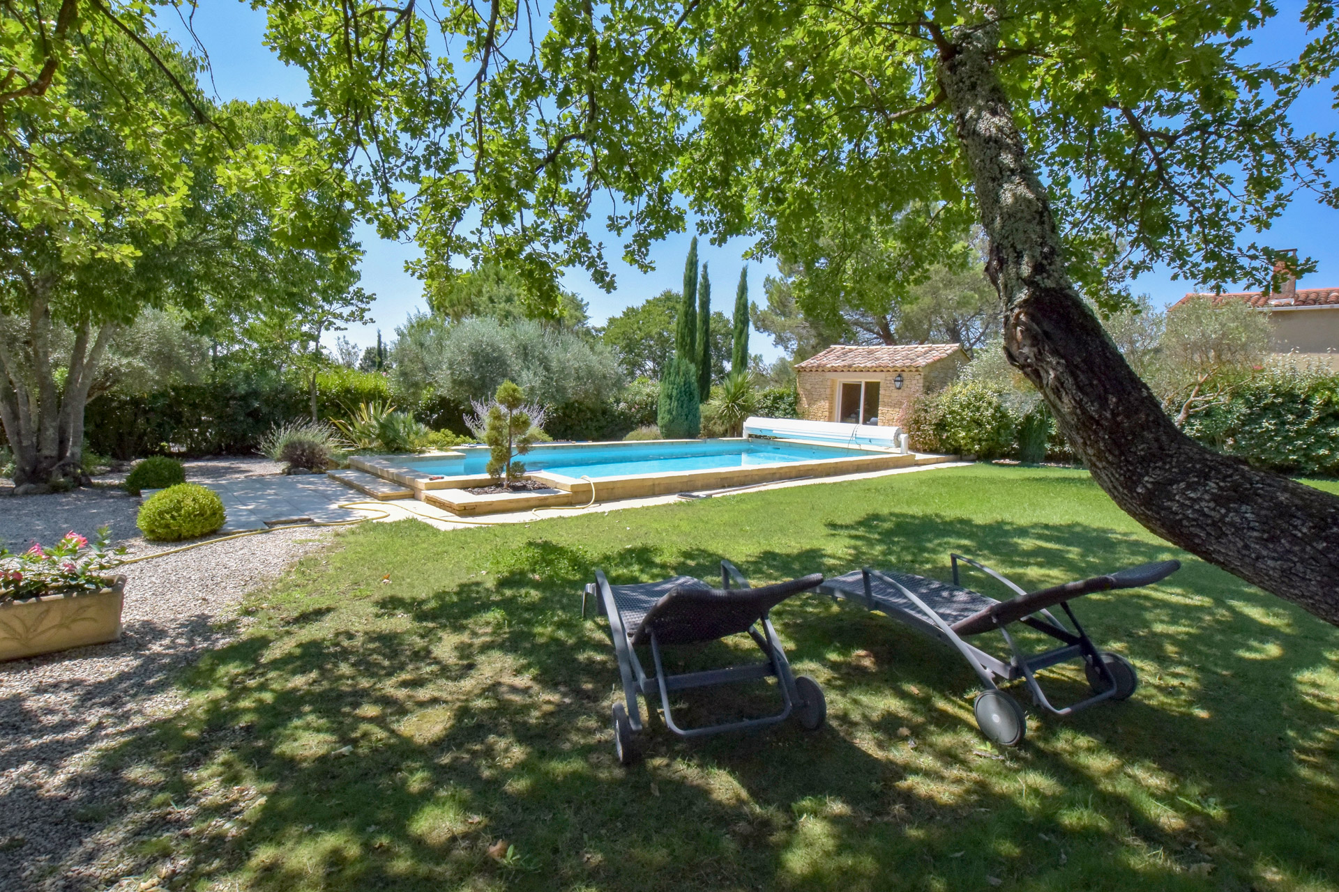 Uzès, sought after residential sector, architect designed property, 230m2 on 2230 landscaped grounds with heated pool
