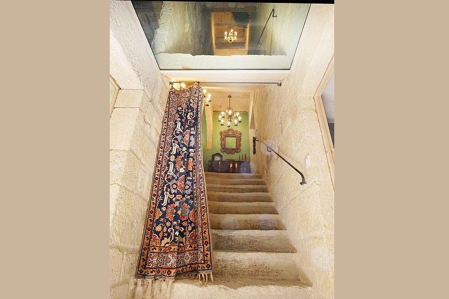 UR-1925 escalier