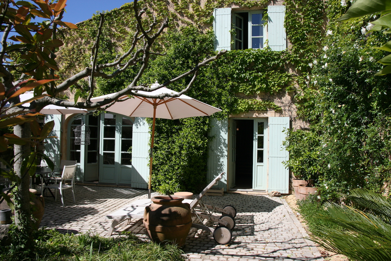 Uzès, 10 minutes – charming stone house,155 m2 ,with pretty garden and pool