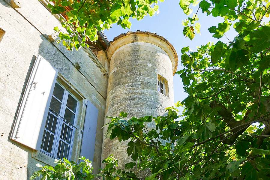 Uzès, splendid property in sought after village close to Uzès , 520 m2 on 1430m2 of garden with pool and outbuildings