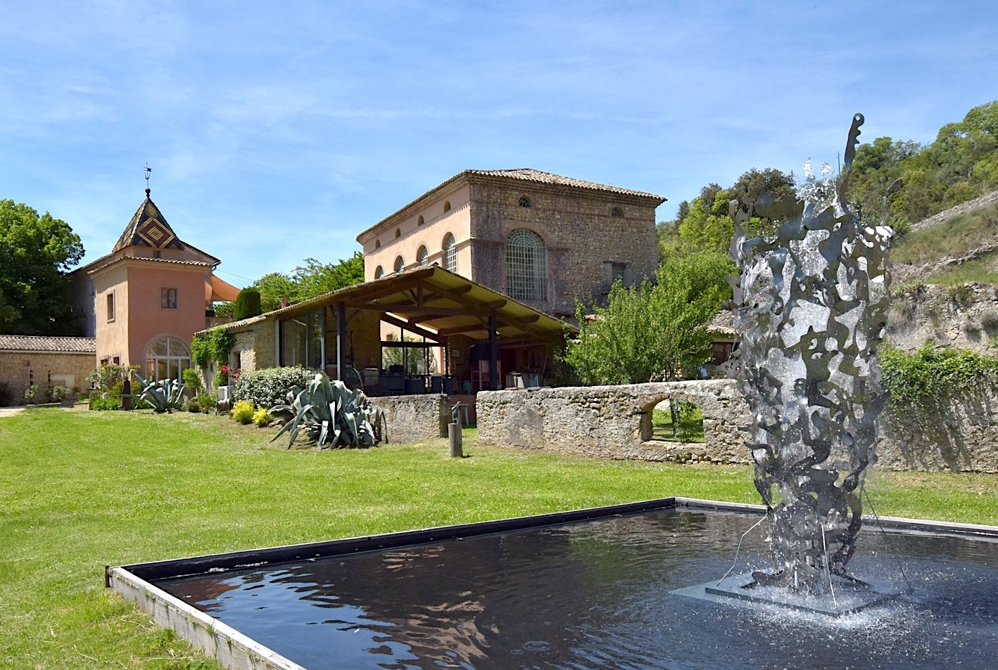 2150 : North of Uzès, former silk spinning centre, fully renovated, with artists' studios and art gallery, swimming pool, park of over 4 acres