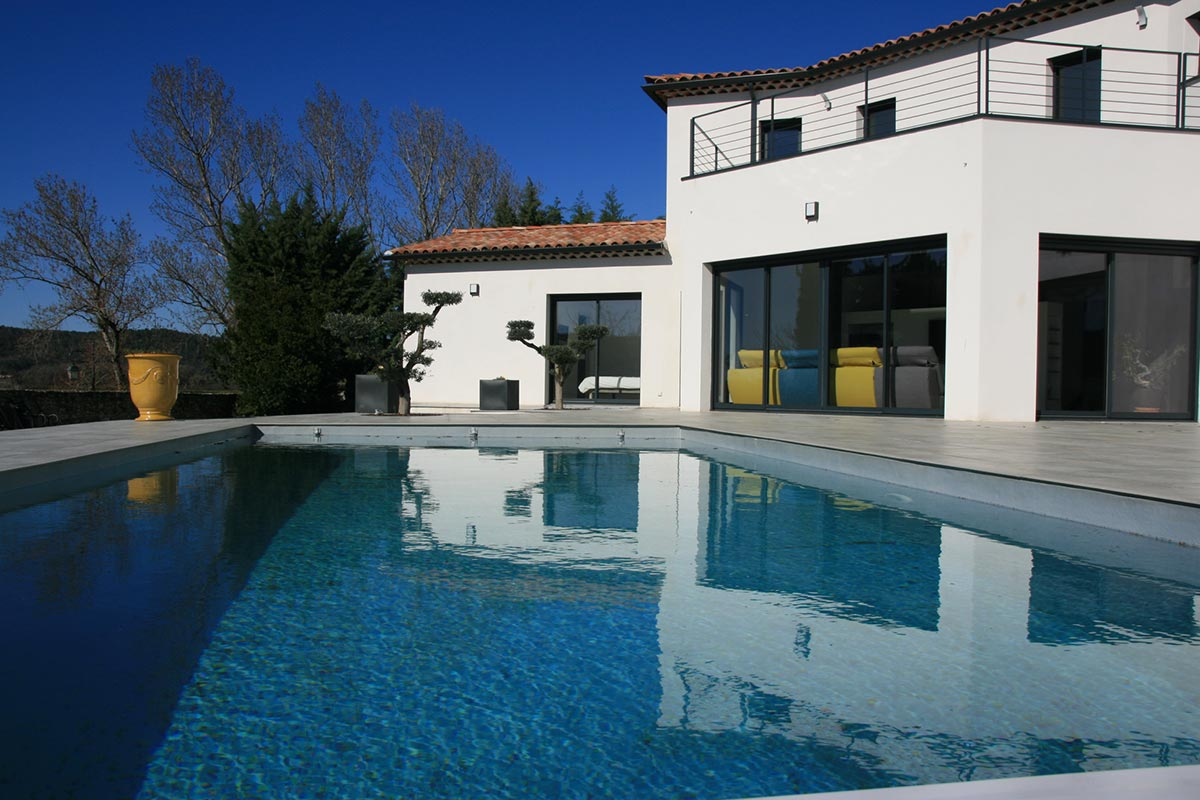 Uzès, exceptional architect designed property, 242 m2 with beautiful views, pool, home automation system..