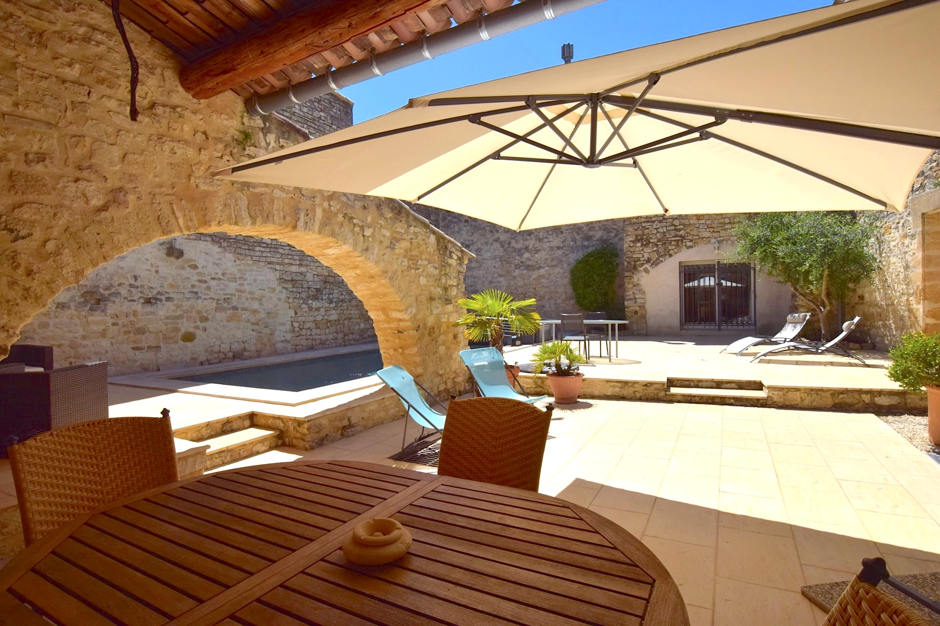 2146 : Uzès, close, village with shops, charming house plus guest house, heated pool