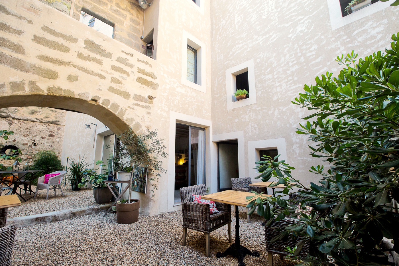 2166 : Uzès, at 5 minutes, character property, 325 m2, close to all amenities, lively village