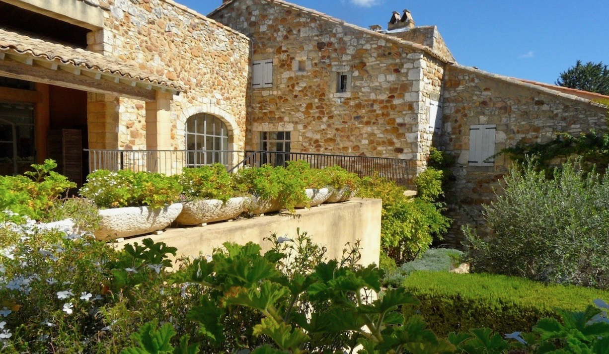 2168 : Uzès, 10 mins, beautiful village property, 315 m2 living space, terraces, jardin , pool,  charm and sunlight