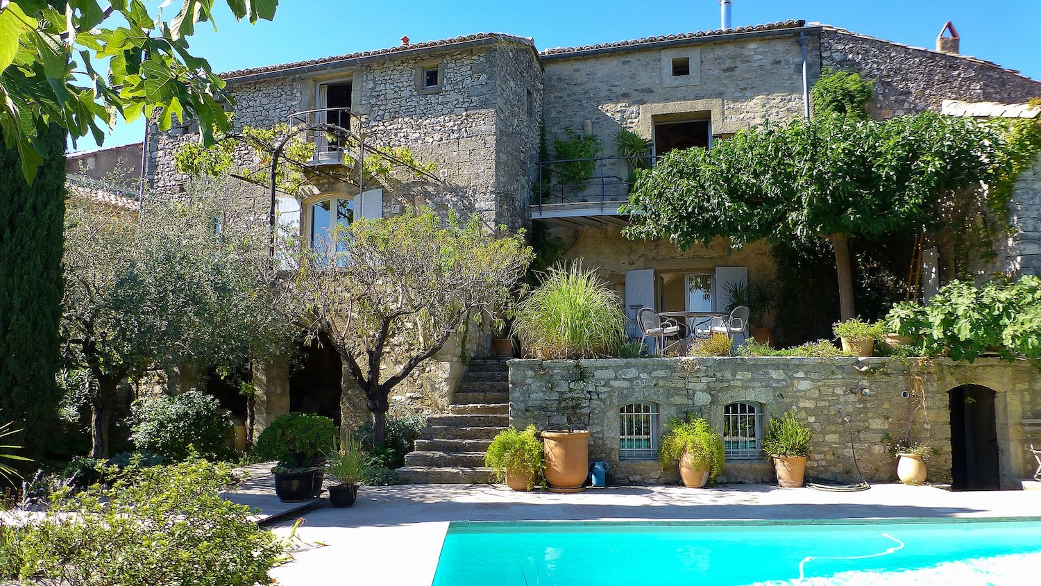 2185 : UZES region, breathtaking views, charming property 10 minutes from Uzès with independent guest flat