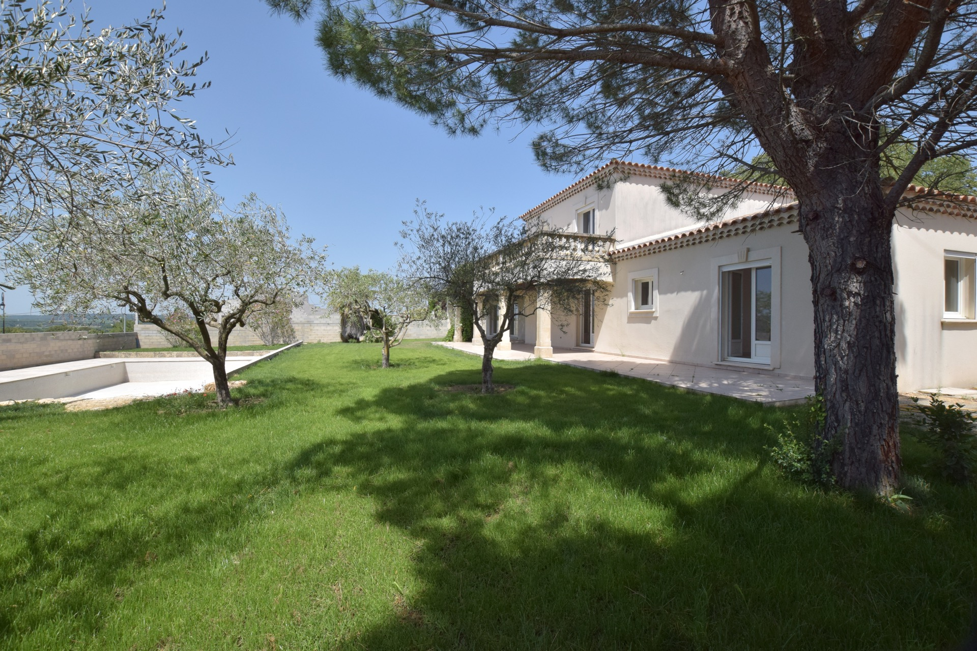1690 : Uzès, villa 225m2 SH, quality fittings on 2000m2  with swimming pool 15 X 7