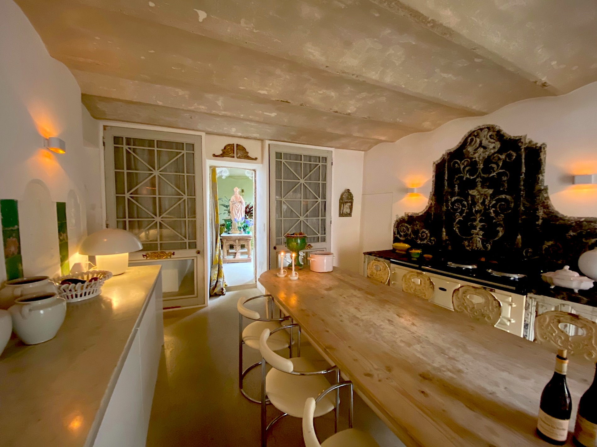 2192 :DUCHY OF UZES: Artist's house. Refinement extreme . 250m2 SH. Indoor pool.