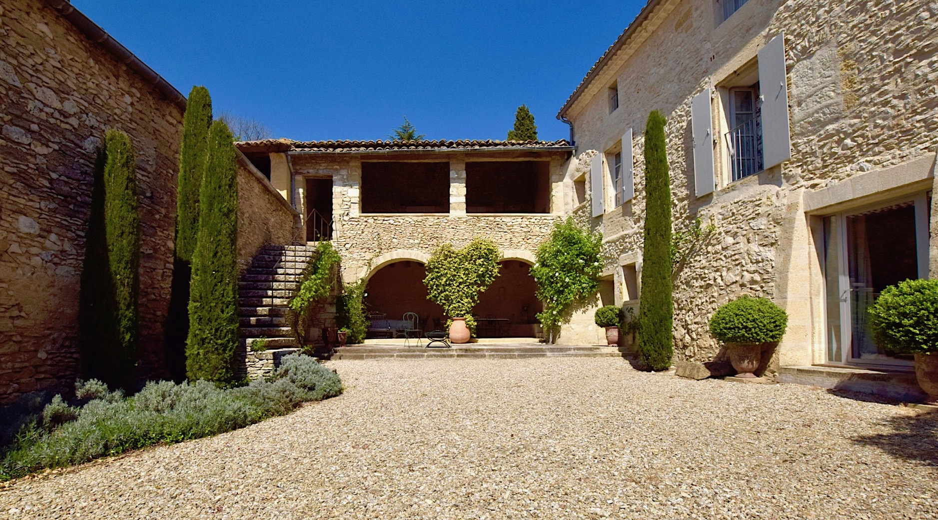 2212 : Uzès, splendid property in sought after village close to Uzès , 520 m2 on 1430m2 of garden with pool.