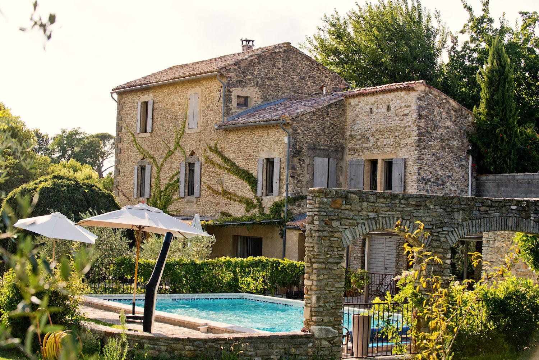 2209 : UZES proche, grand et beau Mas, jardins, verger et piscine chauffée