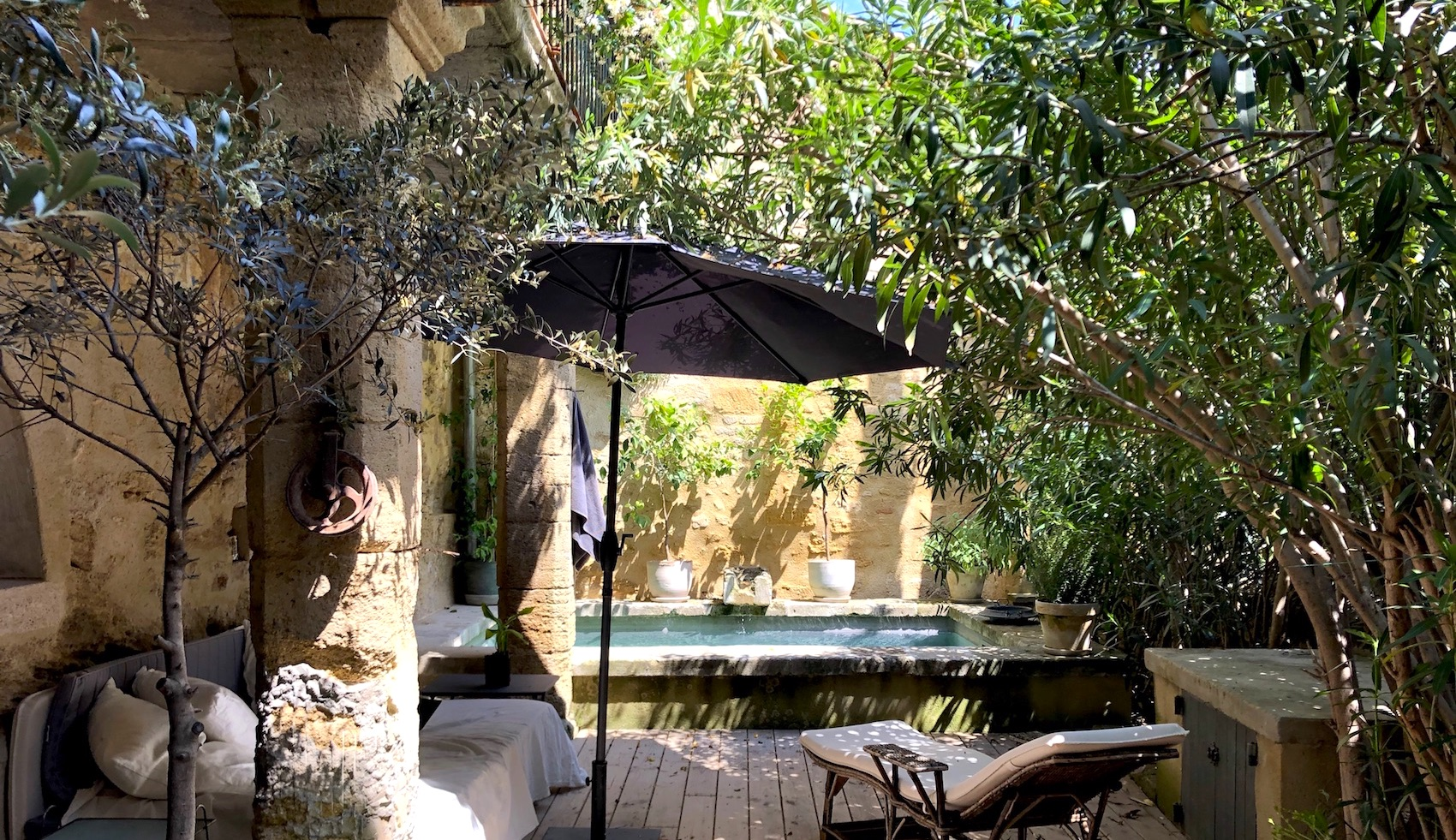 2253 : UZES, exceptional property, exceptional renovation, in a sought after and lively village