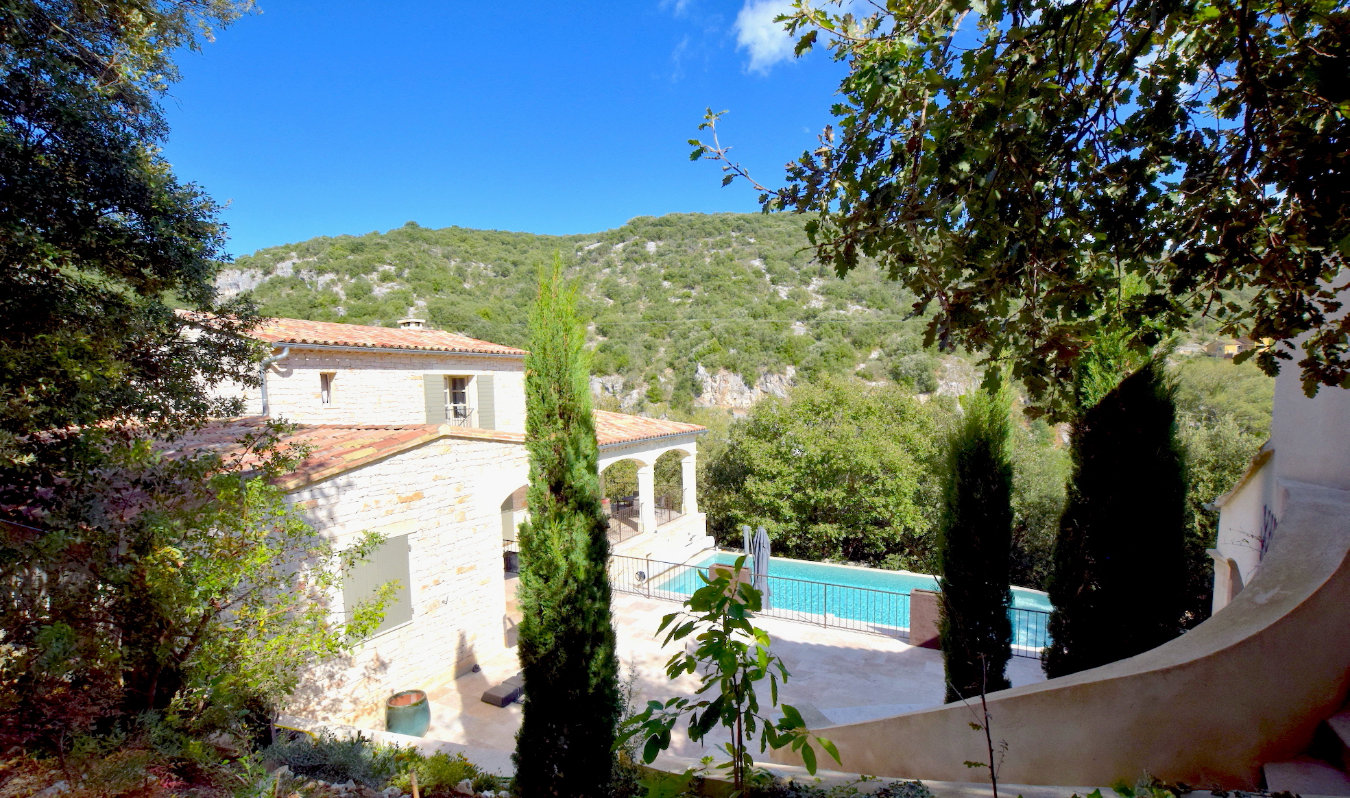 2259 : Cèze river valley, fabulous house above the River Cèze, 240m2 SH, heated pool