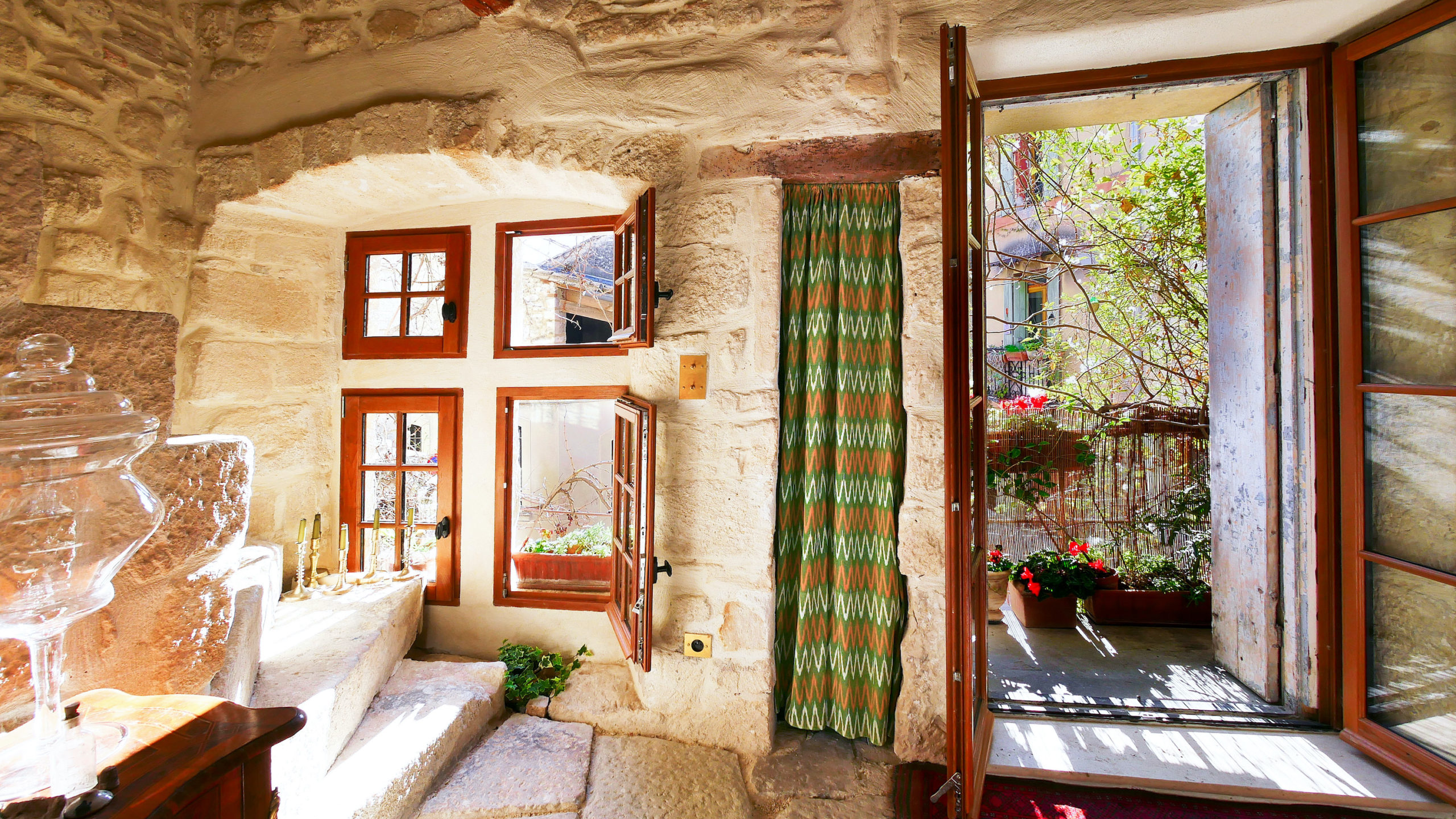 2271 : Uzès, a real gem !  15th century town house, entirely restored with style..