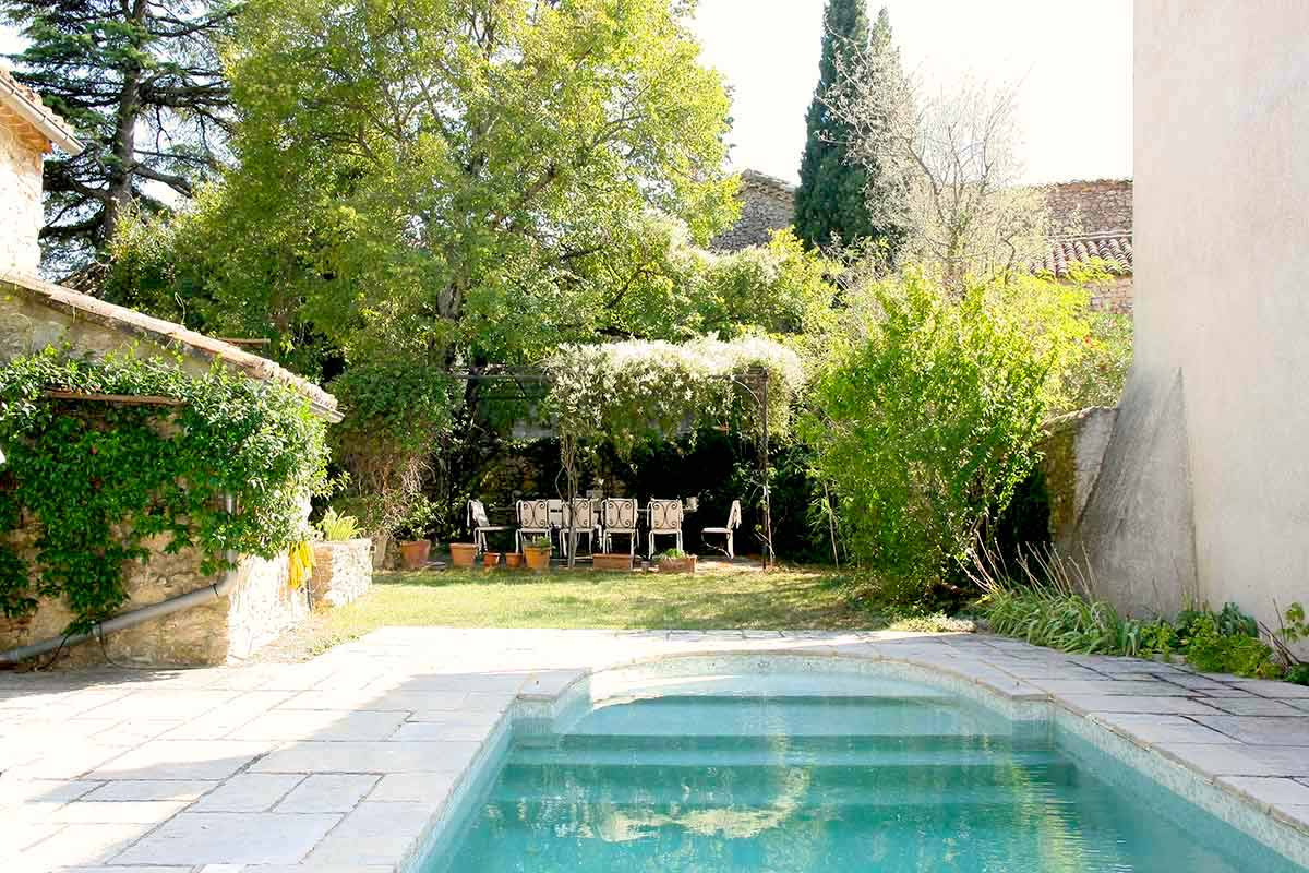 2267 : Uzès close by charming stone village house, 185m2 SH with garden and swimming pool