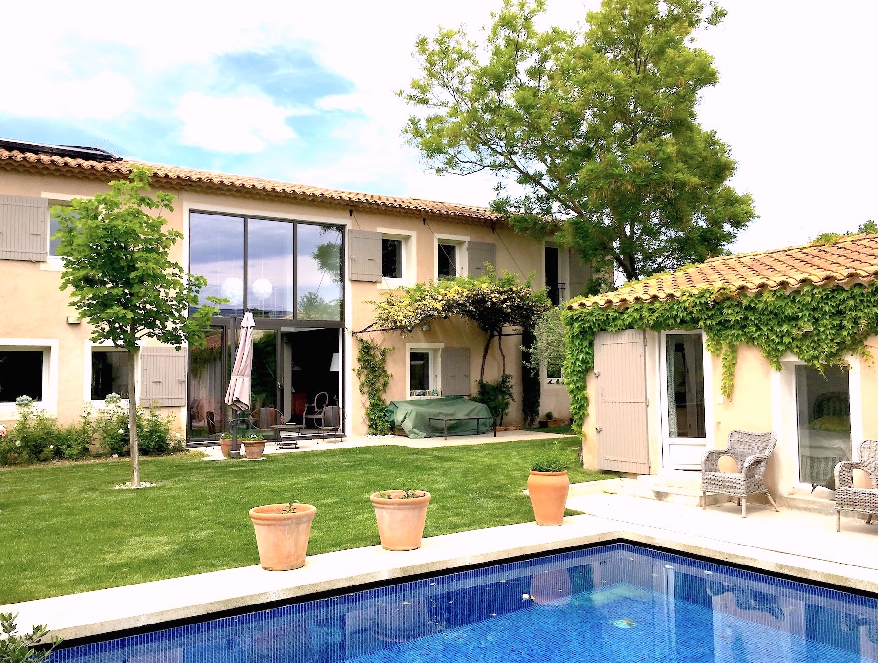 2277 : Saint Rémy de Provence, beautiful home, with 5 bedrooms,pool and garage, at walking distance from town centre.