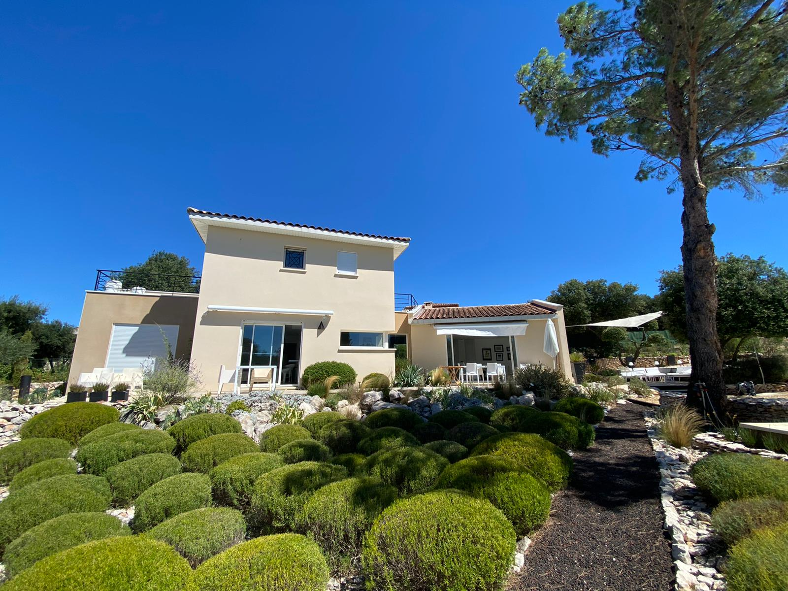 2287 : Uzès, stylish contemporary house, fabulous view, swimming pool and mediterranean garden