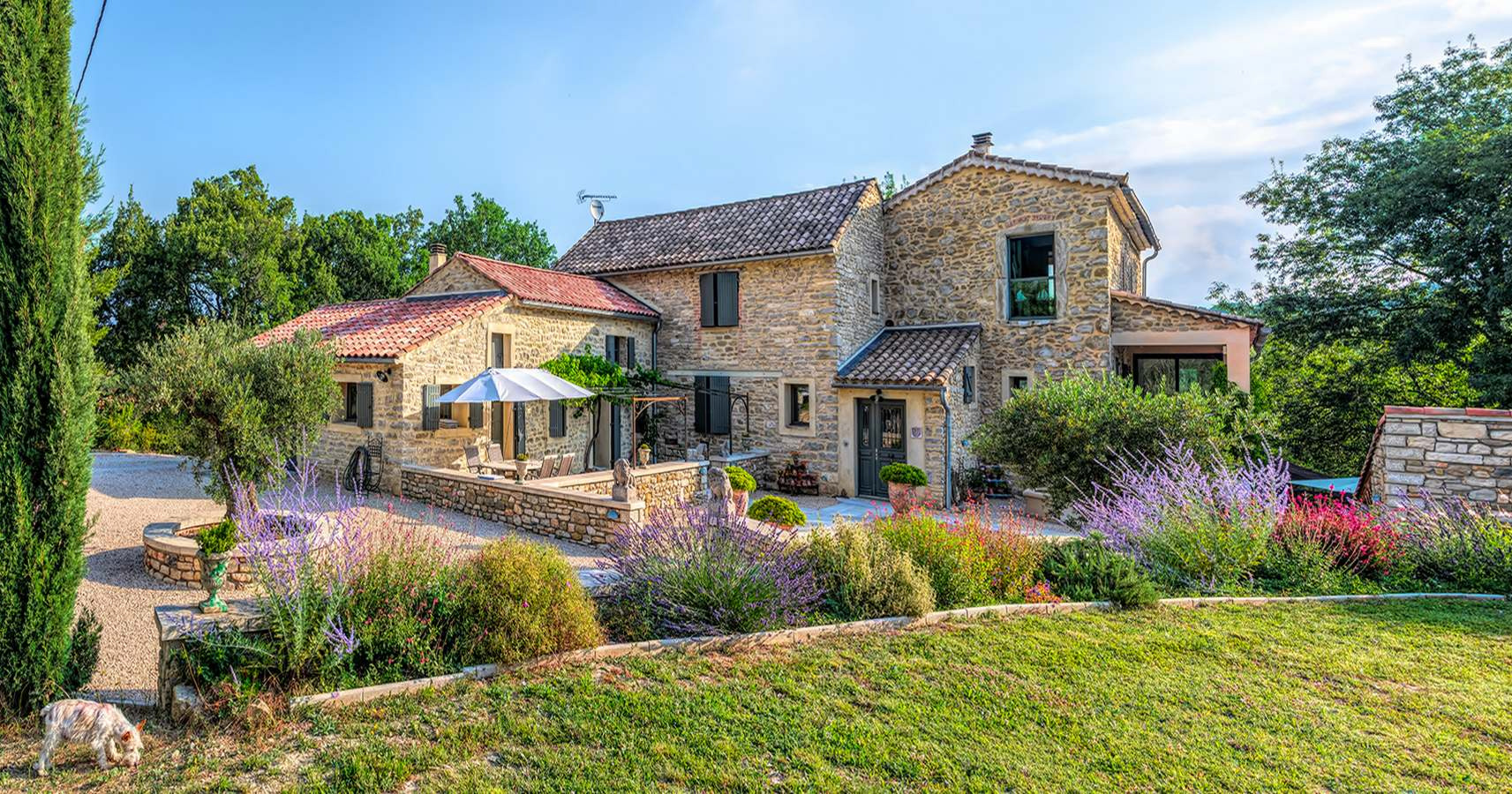 2303 : Uzès region, beautifully renovated farmhouse on 8400 m2 of land with swimming pool and guest apartment