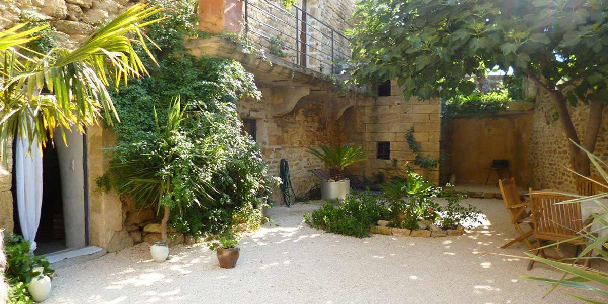 maison pierre jardin1