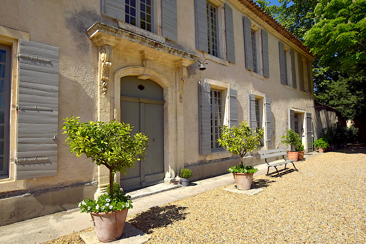 2310 : Arles region, elegant Bastide dating from the 17th century, with guest accomodation and outbuildings on over 21 acres of land.