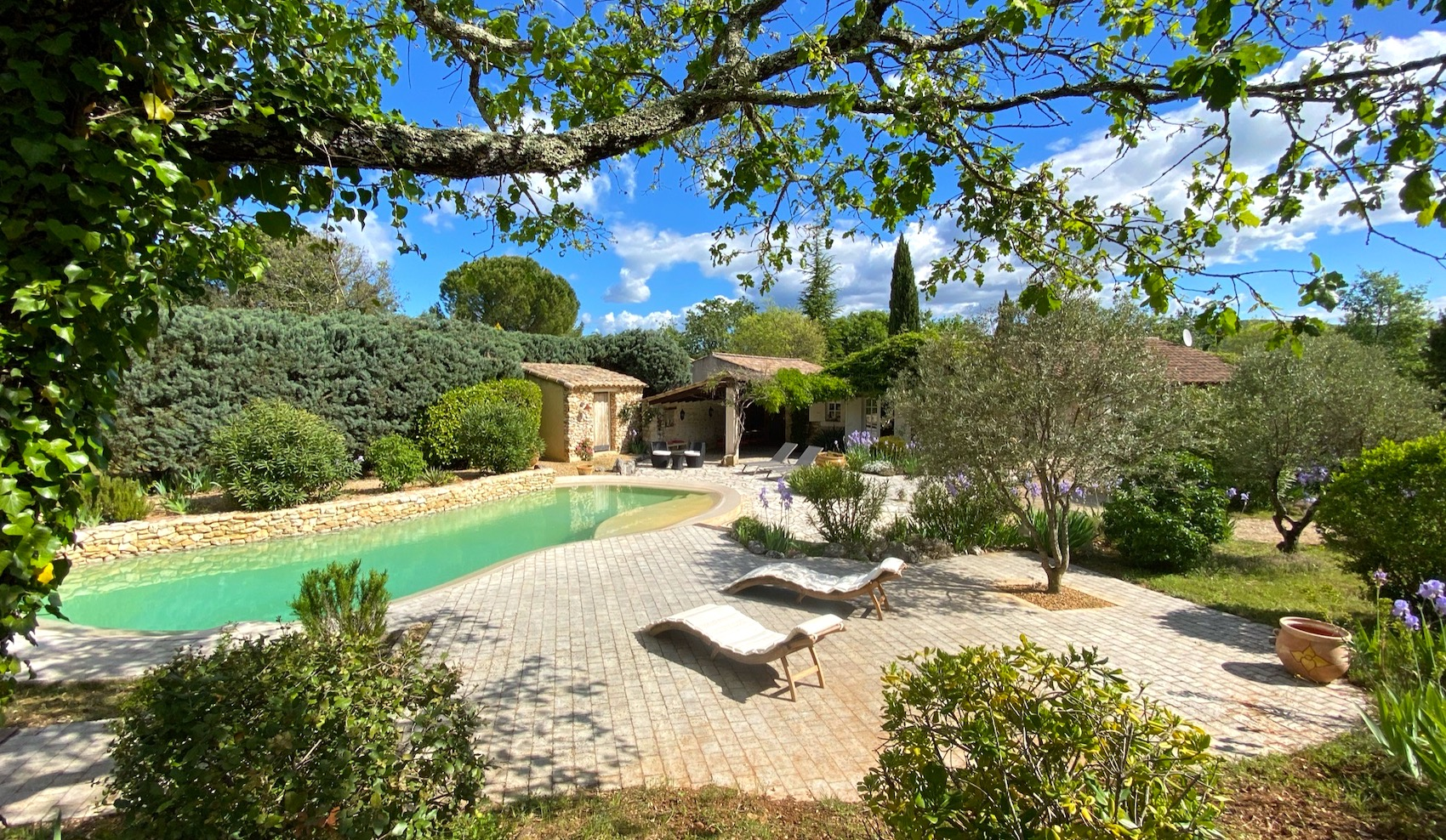 63194 : GOUDARGUES: Charming  stone house,198 m2 SH on 2900m2 of landscaped garden with heated pool