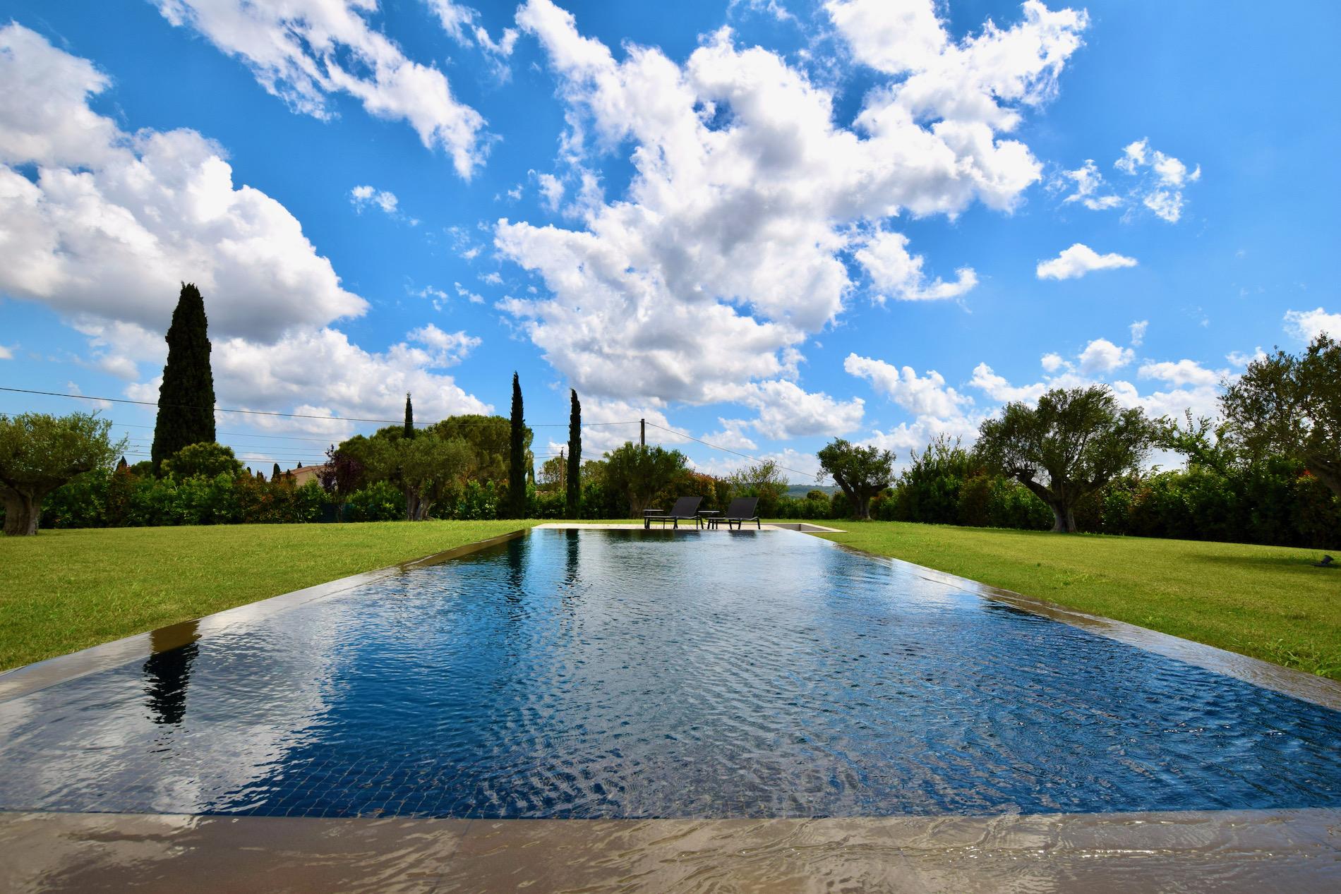 78435:  Uzès, fabuleuse propriété contemporaine, 400 m² habitables sur 3000 m² parc clos avec piscine miroir, vue dégagé